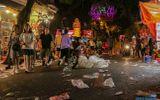 """Ngán ngẩm cảnh """"phố Trung thu"""" Hà Nội ngâp trong rác thải, cốc nhựa, túi nilong vương vãi khắp nơi"""