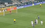 """Video: Cầu thủ có pha ghi bàn """"siêu quái"""" sau khi tung cú sút kiểu """"bọ cạp"""""""