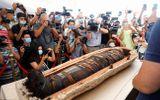 Điều bất ngờ khi mở nắp quan tài cổ chứa xác ướp Ai Cập gần 2.500 tuổi