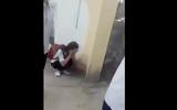 Vụ clip bị nhóm bạn đánh túi bụi, nữ sinh lớp 8 ôm đầu chịu trận: Nguyên nhân do chê áo... hơi mỏng