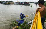 Chủ sà lan hoảng hồn phát hiện thi thể mang giày hiệu Adidas dưới sông Sài Gòn