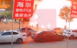 Video: Kinh hoàng khoảnh khắc xe chở gas nổ tung như bom, rung chuyển cả mặt đất