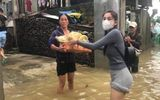 Cư dân mạng buông lời khiếm nhã về trang phục của Thủy Tiên khi đi từ thiện ở vùng lũ