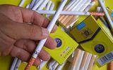 """Xuất hiện loại """"kẹo thuốc lá"""" bủa vây các cổng trường học"""