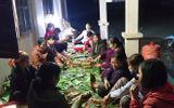 Việc tốt quanh ta - Người dân Nghệ An trắng đêm nấu hàng ngàn chiếc bánh chưng chuyển vào vùng lũ