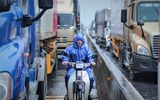 Tin trong nước - Quảng Bình: Quốc lộ bị ngập sâu xếp dài cả km, xe cộ chờ hàng giờ để qua điểm lụt