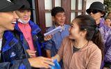 Tin tức giải trí - 1.500 suất cứu trợ của Hoa hậu Kỳ Duyên - Minh Triệu bị lũ tràn làm hỏng gần hết
