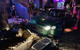 Tin trong nước - Siêu xe Bentley xanh lá 25 tỷ đồng bị nát đầu, bung túi khí giữa Hà Nội