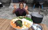 """Tin tức giải trí - Làm đĩa mỳ trộn Hàn Quốc """"siêu to khổng lồ"""", bà Tân Vlog lại gây tranh cãi bởi chi tiết đáng ngờ"""