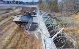 Tin thế giới - Video: Lính Nga say rượu lái xe thiết giáp đâm sập tường rào sân bay quốc tế
