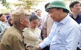Tin trong nước - Chùm ảnh: Thủ tướng thăm hỏi, động viên bà con vùng lũ