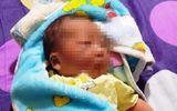 Tin trong nước - Phát hiện bé gái sơ sinh quấn trong chăn nhung, bỏ rơi bên bờ ruộng