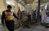 Tin thế giới - Video: Hiện trường ngổn ngang vụ đánh bom trường học Pakistan, hơn 100 người thương vong