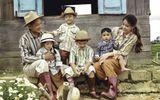 """Tin tức giải trí - Tan chảy trước bộ ảnh """"gia đình nông dân"""" cực chất của Thành Đạt - Hải Băng"""