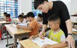 """Chuyện học đường - Cuốn sách thay đổi cuộc đời và tấm lòng thơm thảo của """"thầy giáo 9X"""" với trẻ nghèo khó"""