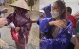 Tin tức giải trí - Tin tức giải trí mới nhất ngày 29/10/2020: Thủy Tiên phản ứng gây chú ý khi thấy bà cụ đi nhận cứu trợ bị kéo mạnh tay