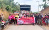 Xã hội - Đoàn thiện nguyện Công ty mỹ phẩm Gia Hân và bà con tỉnh Phú Thọ vượt trên đỉnh lũ để đến với đồng bào Miền Trung