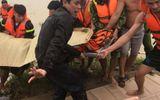 Người thân khóc ngất khi tìm thấy thi thể nam sinh 17 tuổi bị lũ cuốn trôi khi đi thả lưới