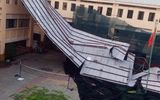 Trường học tại TP.HCM tốc mái sau cơn dông lốc: Học sinh nghỉ 2 ngày