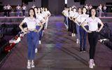 Thí sinh Hoa hậu Việt Nam 2020 xuất hiện giản dị trong buổi tổng duyệt đêm Người đẹp Thời trang