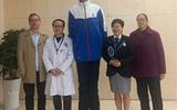 Nam sinh 14 tuổi ở Trung Quốc lập kỷ lục Guiness với chiều cao 2,21m