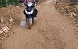 """Cô giáo dân tộc Chứt vượt 60km mỗi ngày """"cõng"""" chữ lên non"""