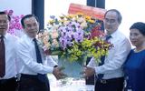 Bí thư Thành ủy TP.HCM Nguyễn Văn Nên thăm gia đình cố Giáo sư Nguyễn Thiện Thành