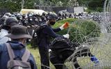 """Vua Thái Lan đối mặt """"làn sóng"""" phản đối việc nắm giữ quyền lực quân sự"""
