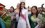Tin tức giải trí - Hoa hậu Đỗ Thị Hà được chào đón nồng nhiệt khi trở về quê nhà Thanh Hóa