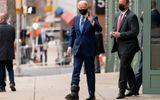 Tin thế giới - Ông Joe Biden lần đầu xuất hiện với giày tập đi sau chấn thương
