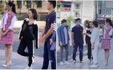 """Tin tức giải trí - Diệu Nhi chứng tỏ độ """"nhây"""" để ăn gian chiều cao khi đứng cạnh hoa hậu Đỗ Thị Hà"""
