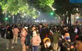 Tin trong nước - Phố đi bộ Hồ Gươm vẫn đông nghịt sau chỉ đạo hạn chế tập trung đông người