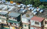 """Mối nguy từ những quả """"bom nước"""" trên nóc các khu tập thể cũ tại Hà Nội"""