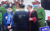 Thẩm phán Trương Việt Toàn nói gì về việc bắt tay bị cáo Nguyễn Đức Chung?