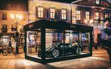 """Siêu xe Bugatti hơn 13 triệu USD trở thành đồ trang trí Giáng sinh """"xa xỉ"""" bậc nhất thế giới"""