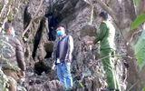"""Tá hỏa phát hiện thi thể người đàn ông """"bí ẩn"""" treo cổ trong khe đá ở Lạng Sơn"""
