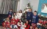 Gia đình có 22 người con chụp hình Giáng sinh gây sốt