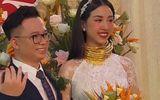 """Á hậu Thúy An đeo 13 cây vàng kín cổ trong lễ cưới, dân mạng thi nhau vào chia sẻ """"gánh nặng"""""""