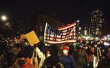 Sau cuộc bạo loạn đồi Capitol, hàng nghìn người Mỹ lại biểu tình đòi phế truất ông Trump