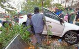 """Tin tai nạn giao thông ngày 10/11: Xe """"điên"""" mất lái tông vào chợ, nhiều người bị thương"""