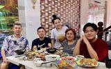 Ngân 98 diện áo in hình phản cảm khi chụp ảnh cùng gia đình khiến dân mạng phê bình tới tấp