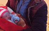 Vụ bé gái sơ sinh bị bỏ rơi ở đồi thông trong đêm rét 10 độ C: Lá thư trong làn nhựa viết gì?