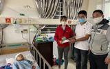 Việc tốt quanh ta - Đại úy công an quyên góp gần 20 triệu đồng ủng hộ bé 5 tuổi bị bố chém ở Đắk Lắk