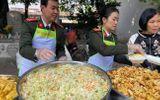 Việc tốt quanh ta - Ấm tình bữa cơm thiện nguyện tại bệnh viện K Tân Triều