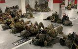 Tin thế giới - Vệ binh quốc gia Mỹ nằm ngủ trong hầm để xe của toà nhà Quốc hội sau khi kết thúc nhiệm vụ