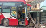 Tin trong nước - Tiền Giang: Người phụ nữ bị xe khách tông trúng khi đang nấu ăn trong nhà