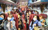 """Sinh viên đeo hai lớp khẩu trang, lên xe miễn phí về quê """"ăn Tết sớm"""" giữa dịch COVID-19"""