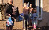 Thầy giáo Anh vận chuyển hơn 130 bữa ăn cho học sinh trong thời gian giãn cách xã hội