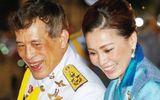 Sự vắng bóng lạ kỳ của Hoàng hậu Thái Lan giữa lúc Hoàng quý phi được phong hậu