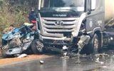 Ô tô con và chạm xe bồn trên Quốc lộ 6, 7 người thương vong